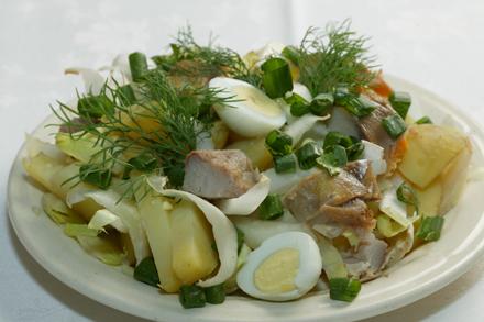 Salata de scrumbie afumata